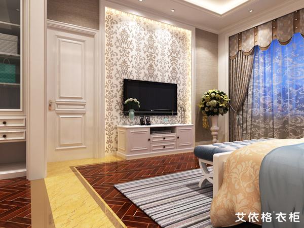 一个简单的欧式电视柜配一个挂壁电视机,放在门后位置,躺在床上看一整
