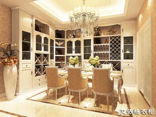到顶白色定制书柜和书桌优雅精致,选用浅色原木地板,恰到好处的将欧式